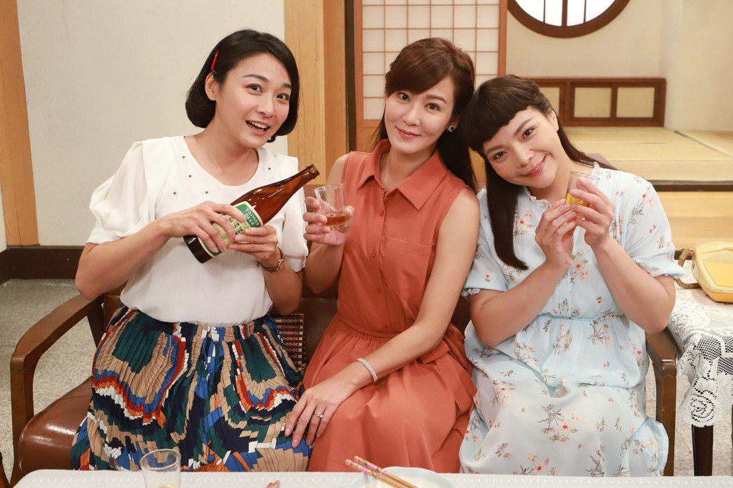 江祖平(左起)、邱琦雯、小甜甜3人因戲結緣,戲裡戲外都成為好閨蜜。圖/民視提供...