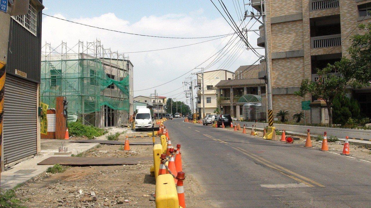 民雄鄉嘉76線拓寬工程,停工2個月,民眾生活大受干擾。記者謝恩得/攝影