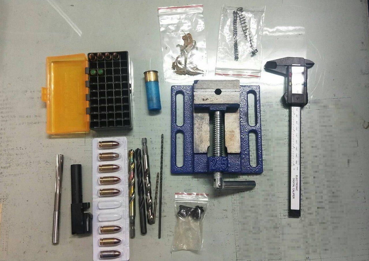 警方查扣改造槍枝工具一批。記者劉星君/翻攝