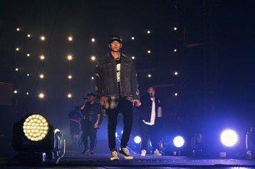 由瘦子、小春、大淵三人所組成的金曲嘻哈團「頑童MJ116」,在今年金曲獎奪得「最佳演唱組合」,鍍金後的他們首次於10日在小巨蛋連開3場演唱會,一共吸引3萬3000人歌迷到場,不過,由於他們相當看重這...