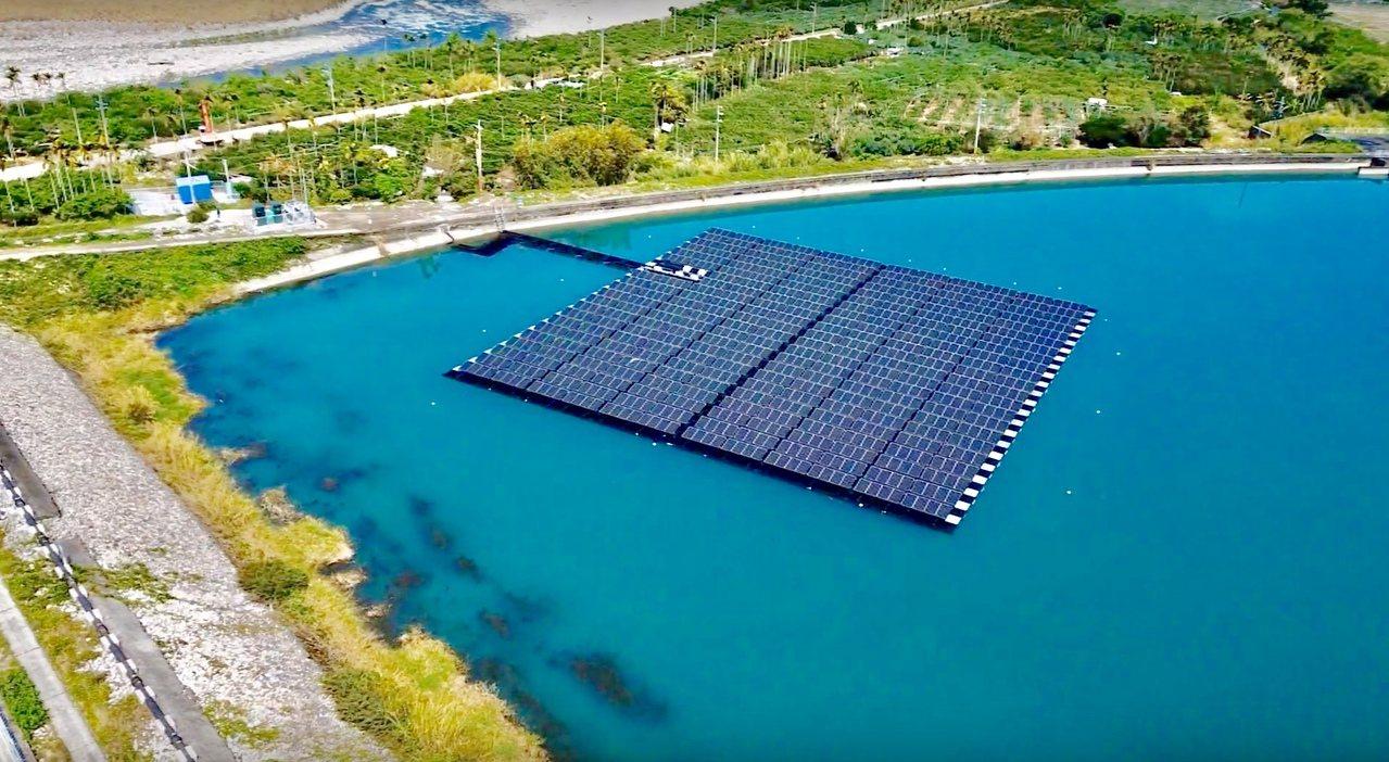 台電馬鞍後池水上光電,裝置容量0.3MW,年發38萬度電。 圖/台電提供