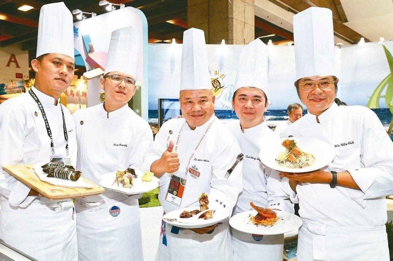 台灣美食展開幕,館內展出各國各式美食料理。 記者許正宏/攝影