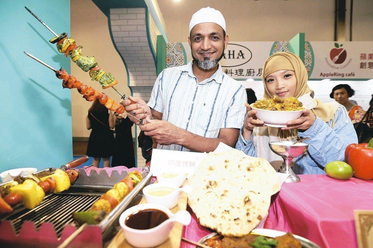 台灣美食展開幕,館內展出穆斯林清真認證美食。 記者許正宏/攝影