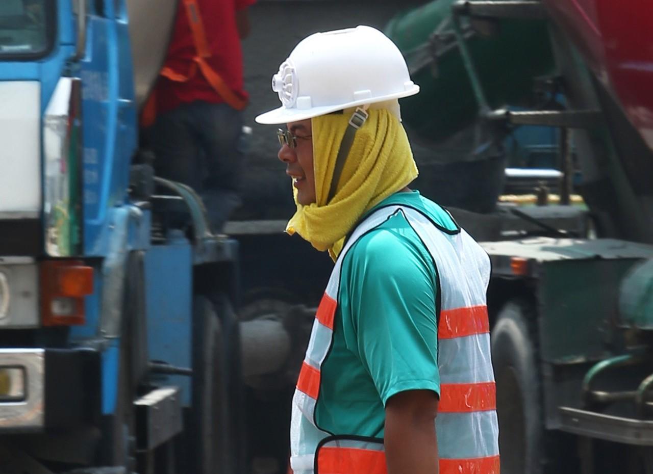 勞工在戶外高溫下揮汗工作。 圖/聯合報系資料照片