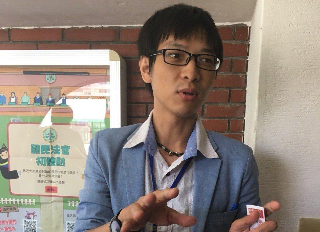 網紅作家海苔熊表示,他參與法庭,才知法官的辛苦。 記者林孟潔/攝影