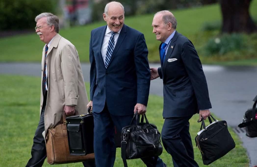白宮老人當道,左起依序為波頓、凱利及庫德洛。 (法新社)