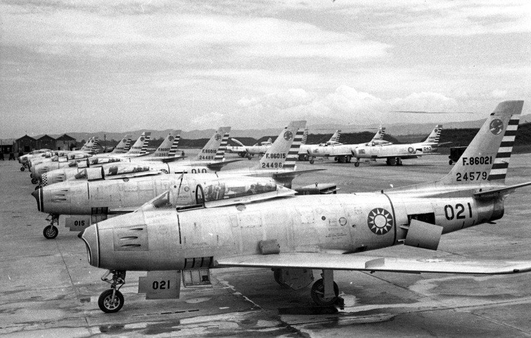 早期我軍方展示的軍刀機聯隊。圖/聯合報系資料照片