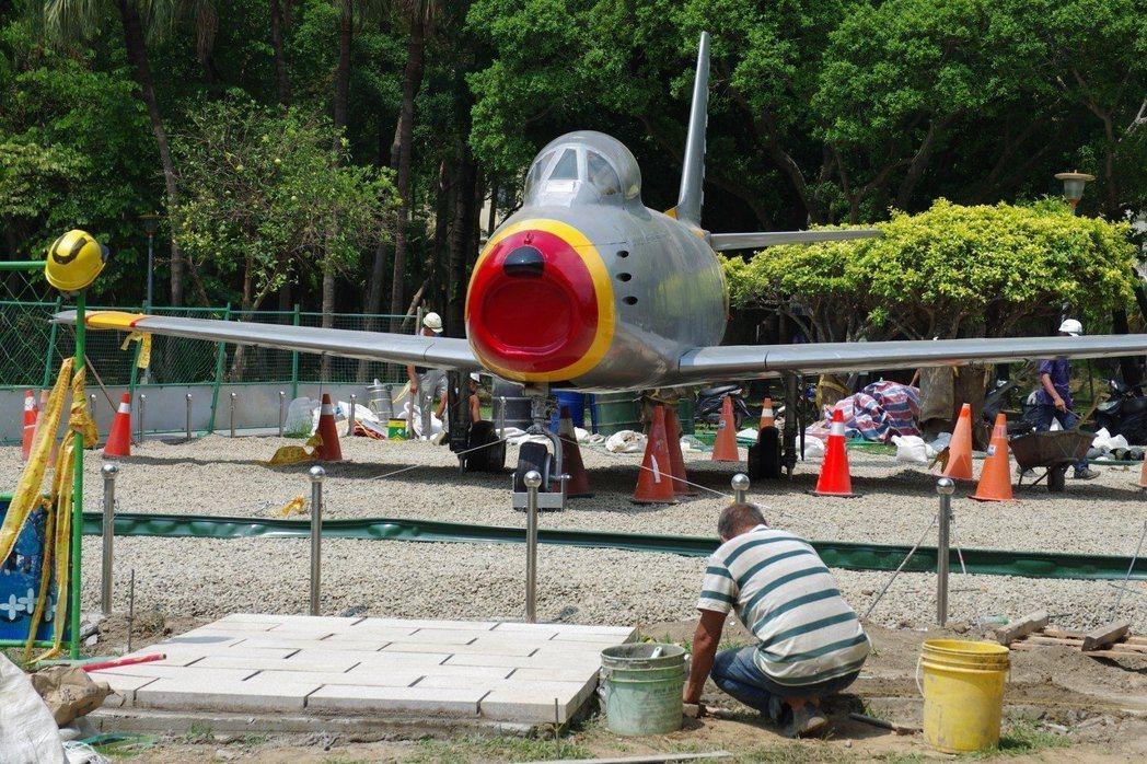 軍刀機展區工程仍在進行中。記者程嘉文/攝影