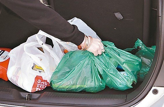 紐西蘭總理雅登(圖)10日宣布,明年7月起全國禁用一次性塑膠購物袋,為環保盡一份...