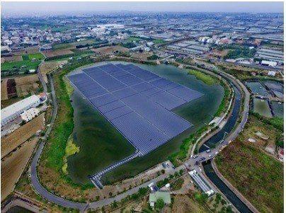 雲豹能源與貝萊德合作案中,包含高雄永安滯洪池水面型太陽光電系統,裝置量4.2MW...