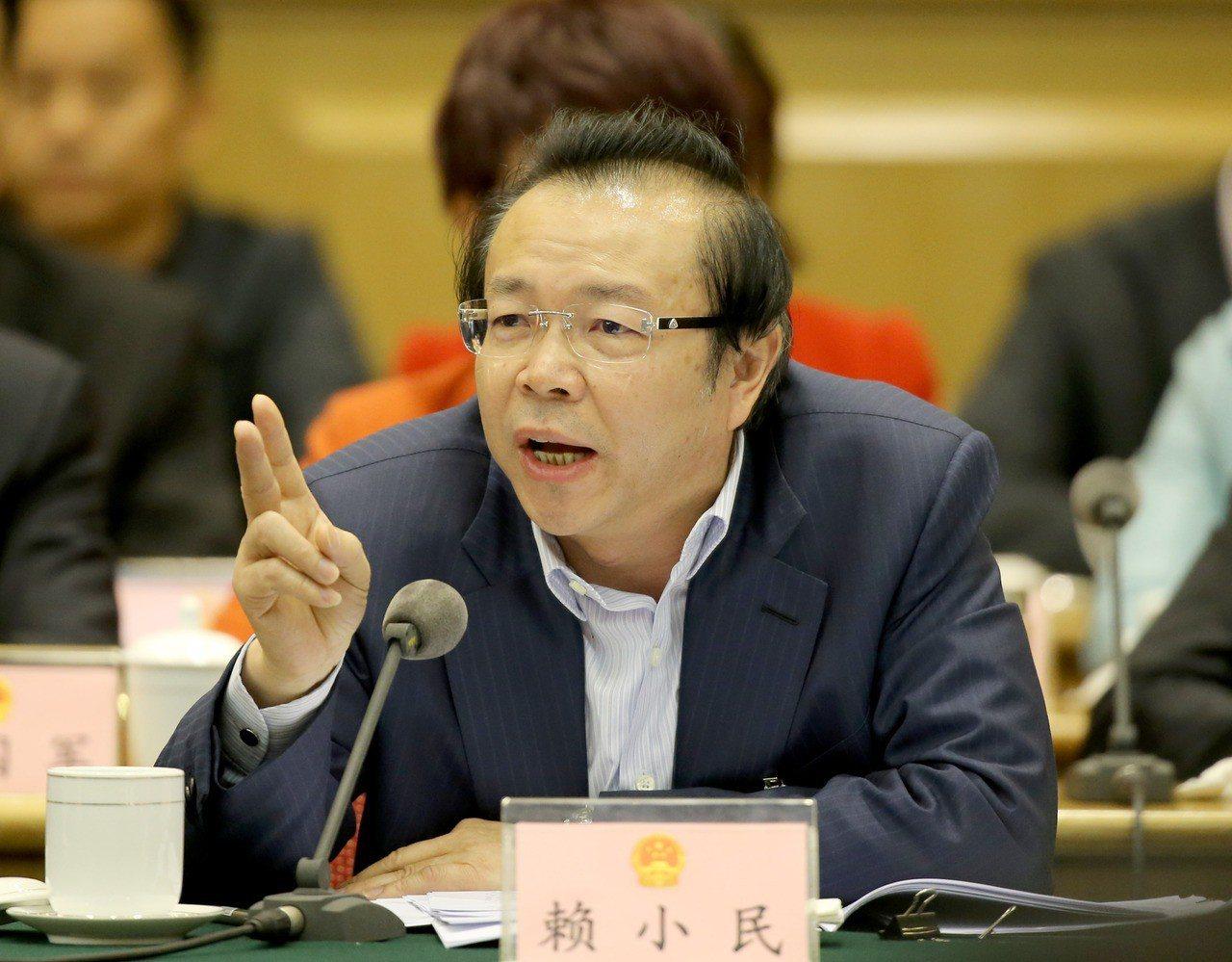 前華融董事長賴小民住所被搜出3噸重現金。刷新貪官記錄。 新華社