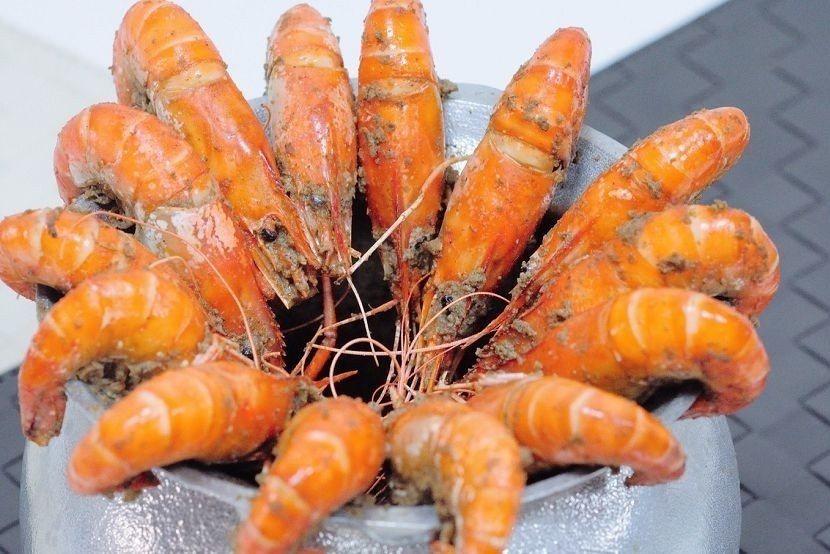 餐廳內用胡椒蝦一鍋動輒要價6~700元。 段泰國蝦/提供