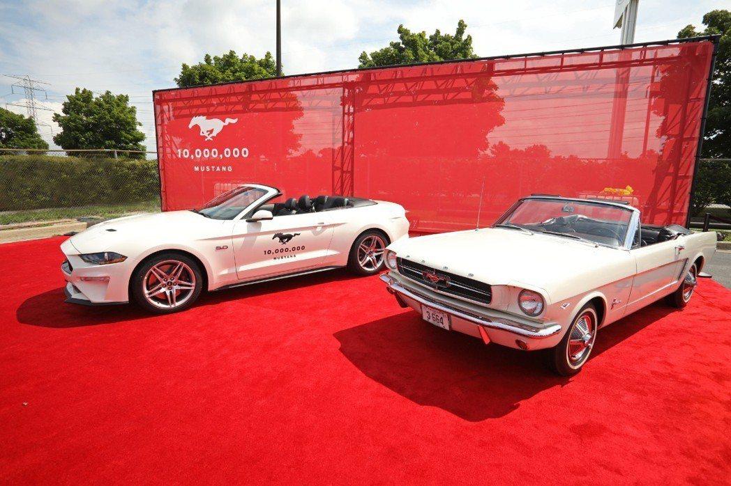 第一輛與第一千萬輛的Ford Mustang。 摘自Ford