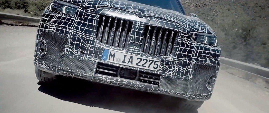 全新BMW X7的超大身形與超大水箱護罩,肯定是發表後的焦點之一。 截自BMW影...
