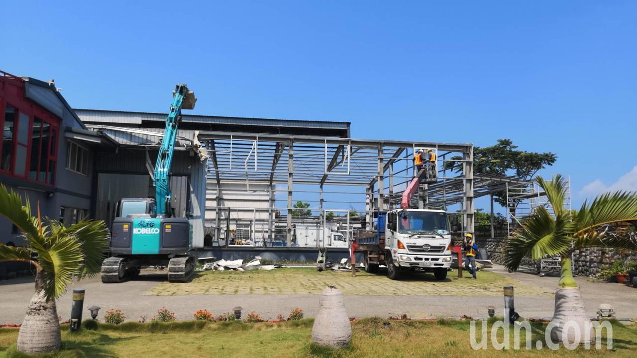 工廠蓋在農地上,遭新竹縣政府拆除。記者郭宣彣/攝影