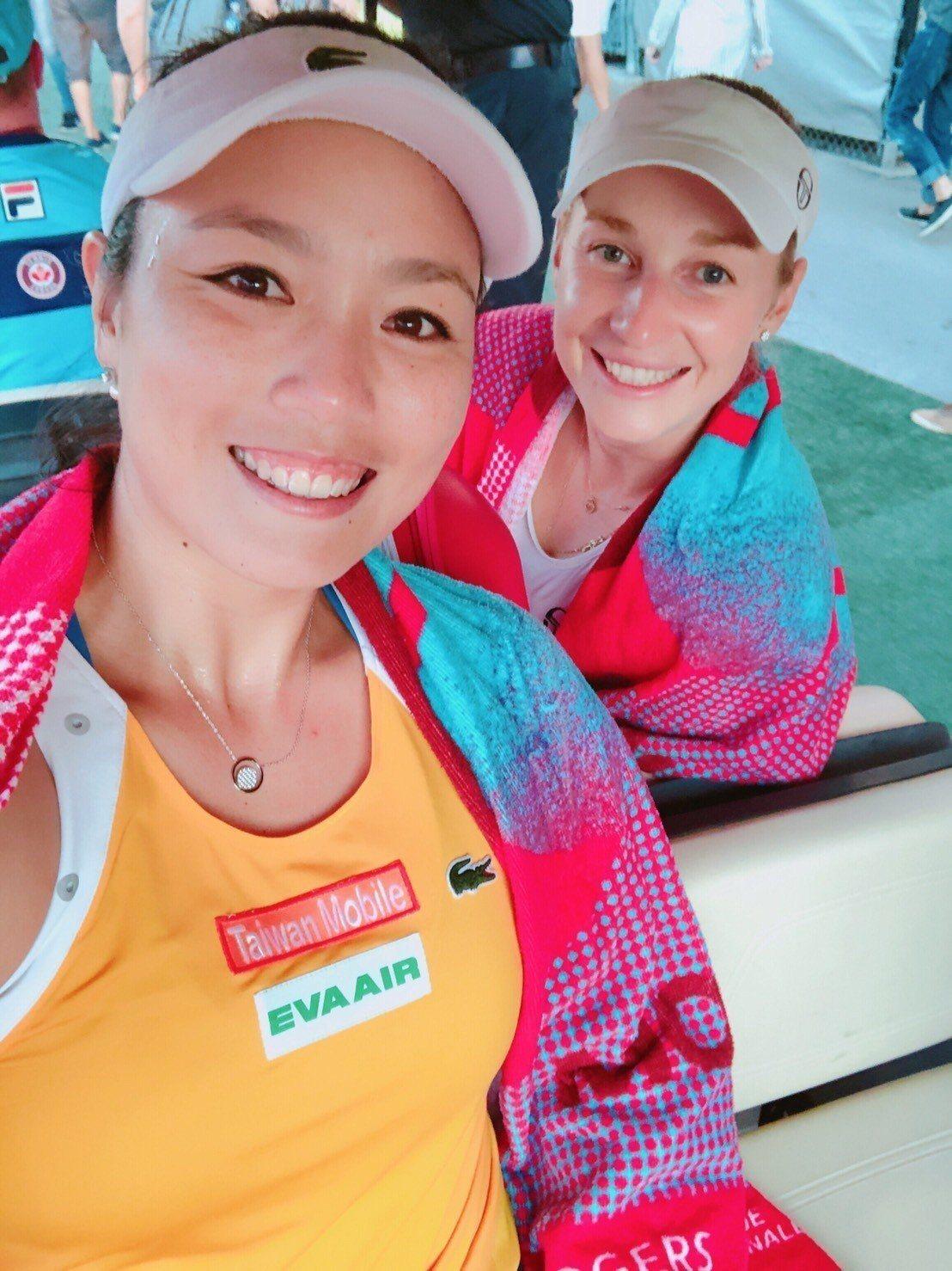 詹詠然與瑪卡洛娃攜手晉級蒙特婁女網賽雙打4強。圖/劉雪貞提供