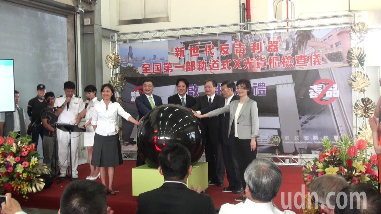行政院長賴清德今早參加國內第一部軌道式X光貨櫃檢查儀啟用儀式。記者王昭月/攝影
