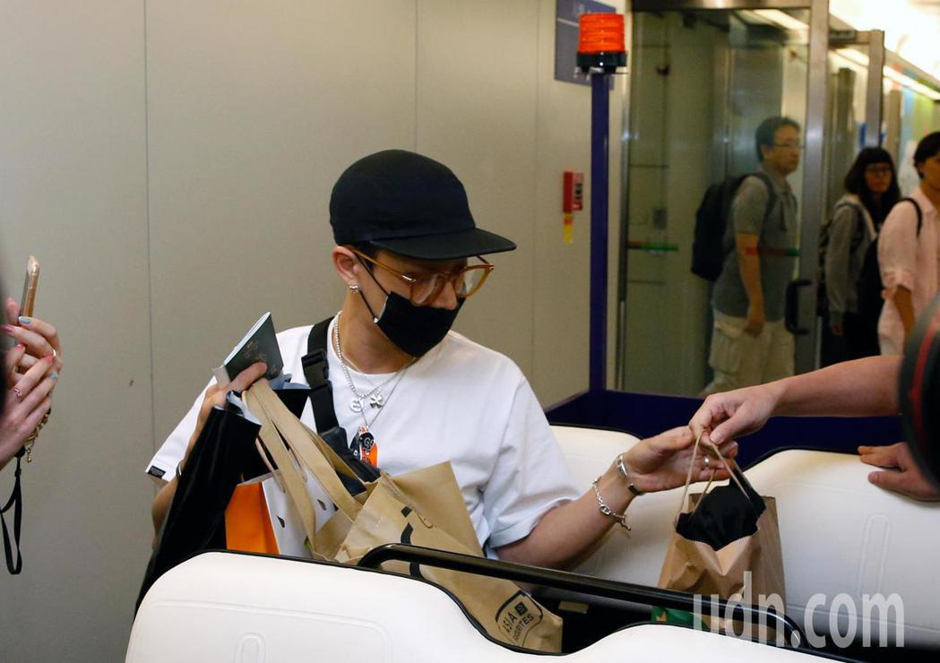 Highlight 李起光中午搭乘KE-691班機抵達桃園機場。記者鄭超文/攝影