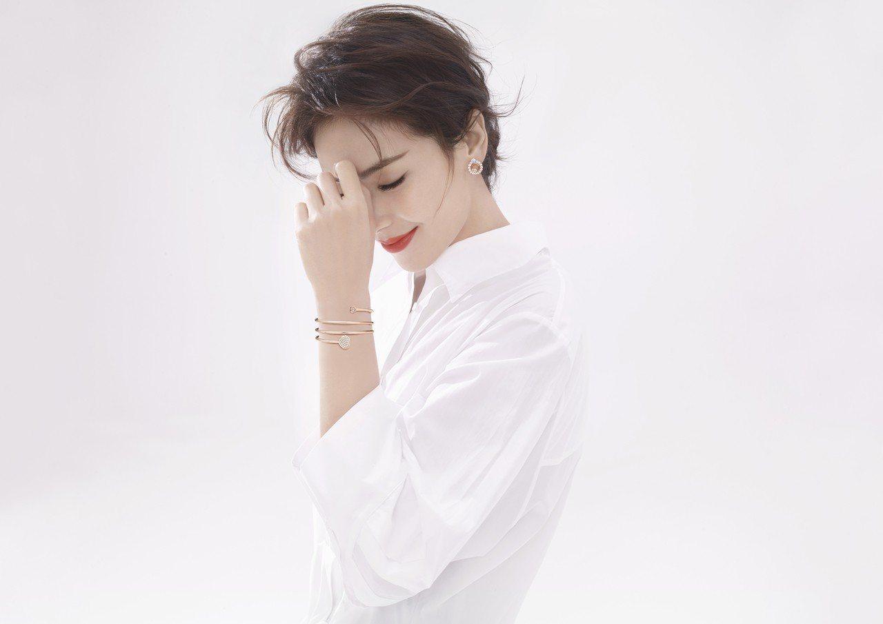 劉濤演繹蕭邦最新的Happy Hearts Twist系列珠寶,採用符合倫理道德...