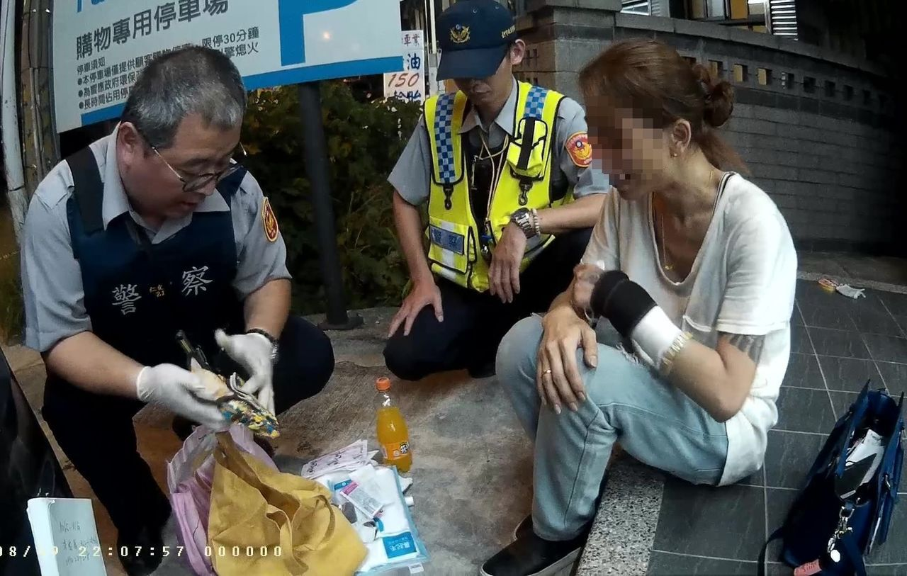 警方查獲洪姓女子持有約400克的K他命。圖/記者趙容萱翻攝