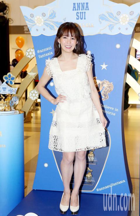 郭書瑤今天擔任ANNA SUI一日店長,親自為粉絲調配香水。