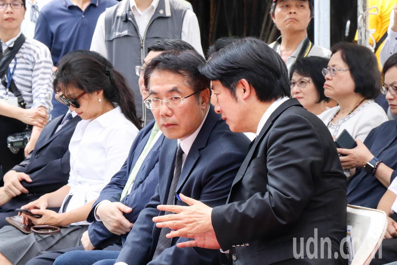 行政院長賴清德(右一)今至台南出席「先進台南前瞻啟航」記者會,與民進黨台南市長參...