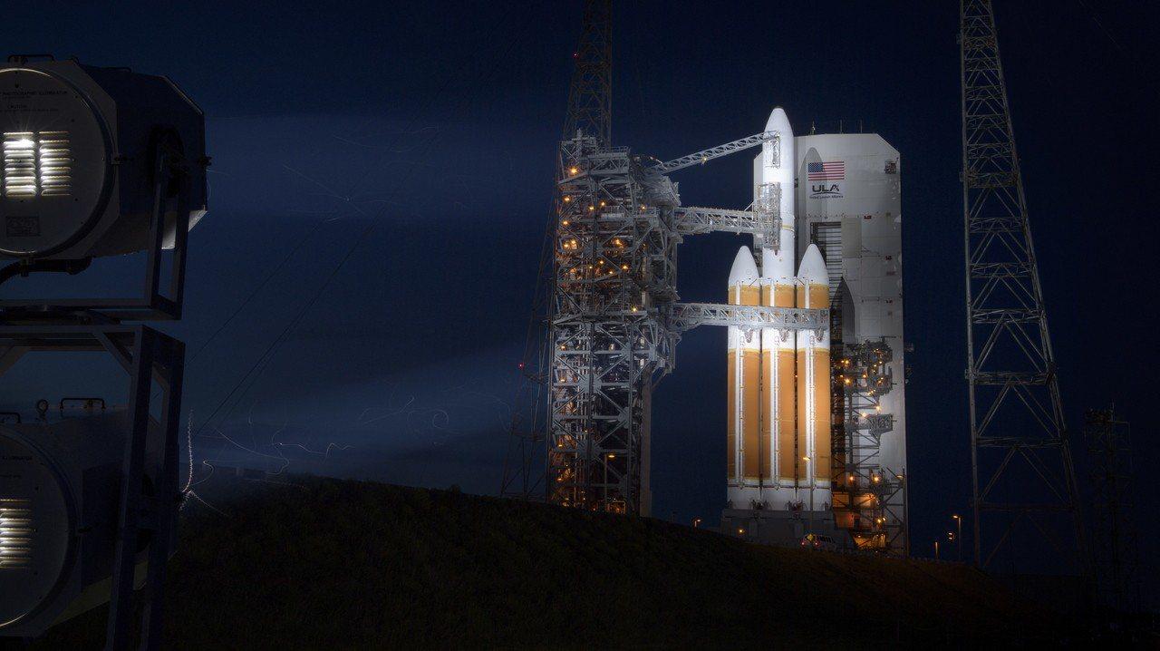 原訂11日發射的帕克太陽探測器延後24小時,圖為位於美國佛州卡納維爾角空軍基地的...