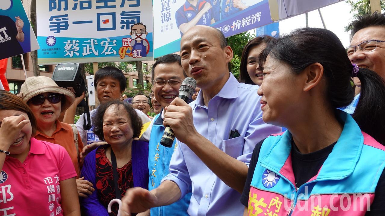 羅智強82歲的岳母(前排右四)今也到場力挺。記者劉星君/攝影