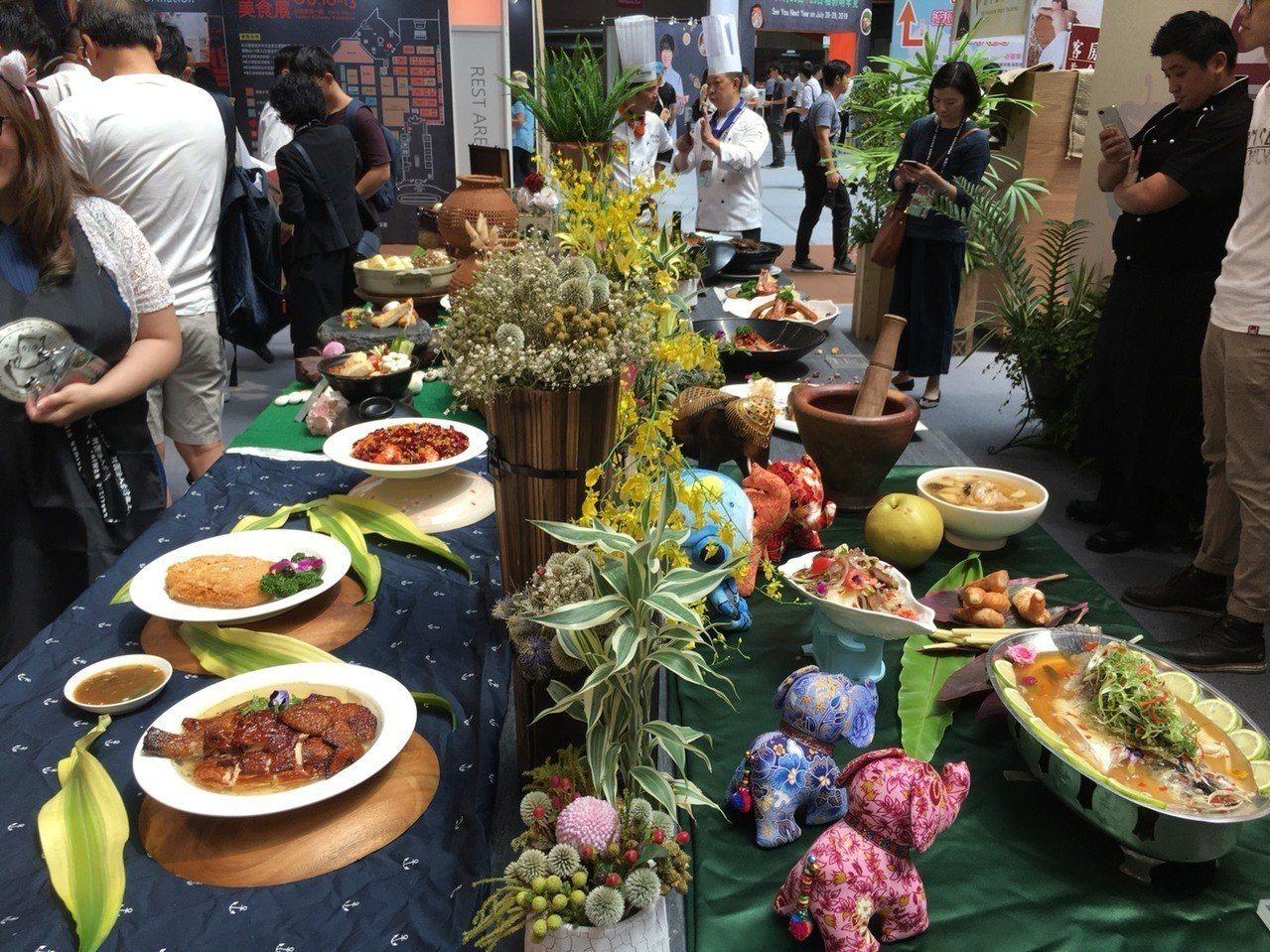台中花博將於今年11月3日展開,為推廣觀光與美食,台中市政府連續三年參加「201...