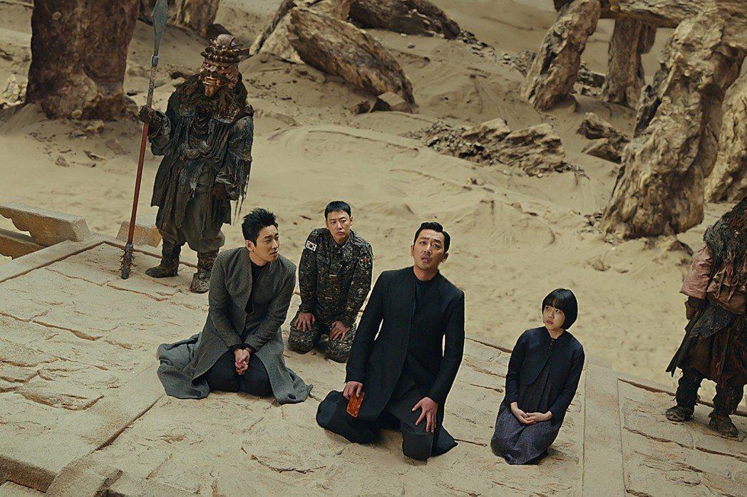 「與神同行:最終審判」以豪華特效展現地獄奇觀,在台灣、韓國都創下佳績。圖/采昌提