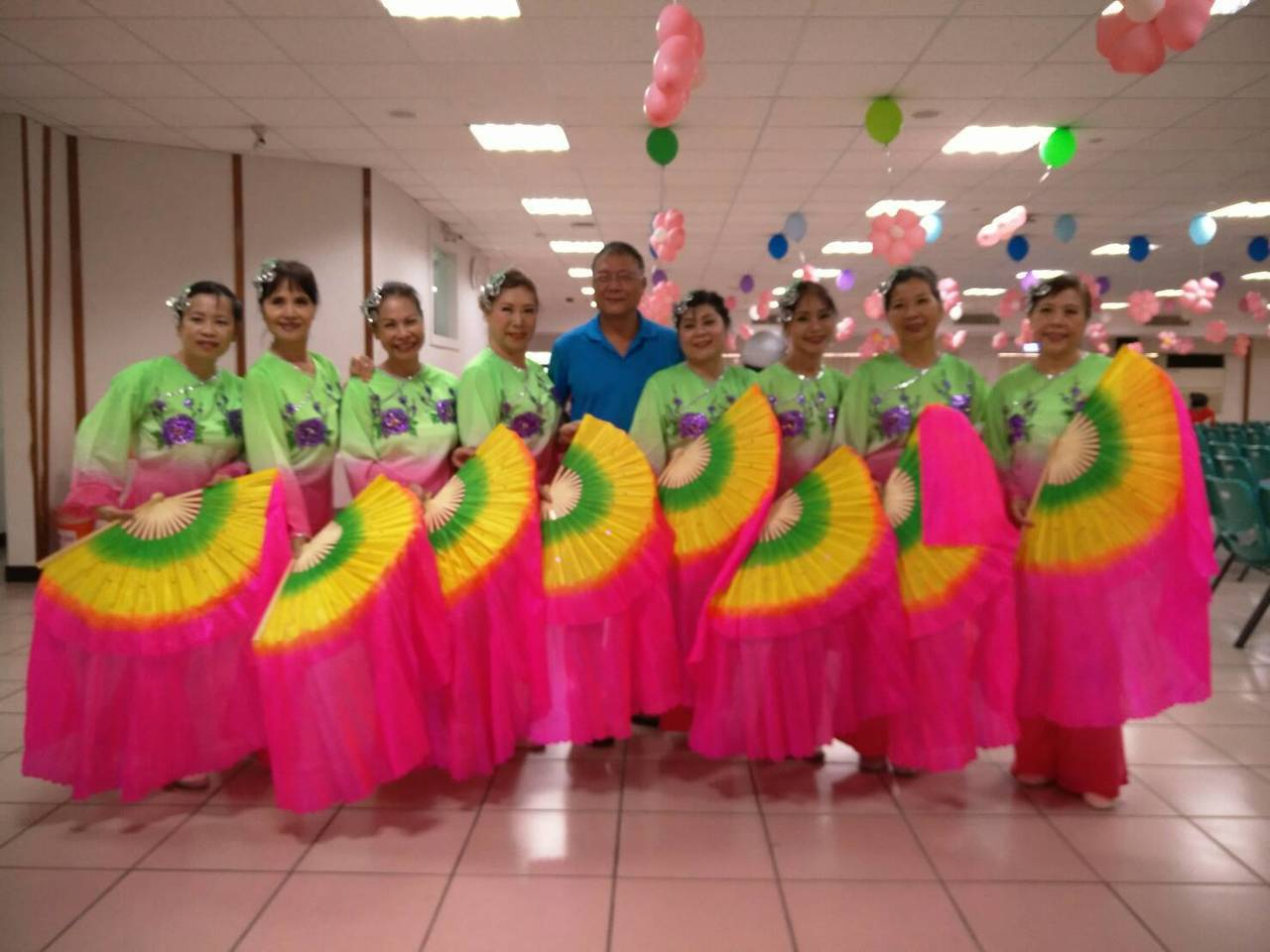 台北市內湖區公所今天舉辦「TAIPEI舞星」舞蹈比賽,並透過舞蹈比賽宣導銀髮樂活...