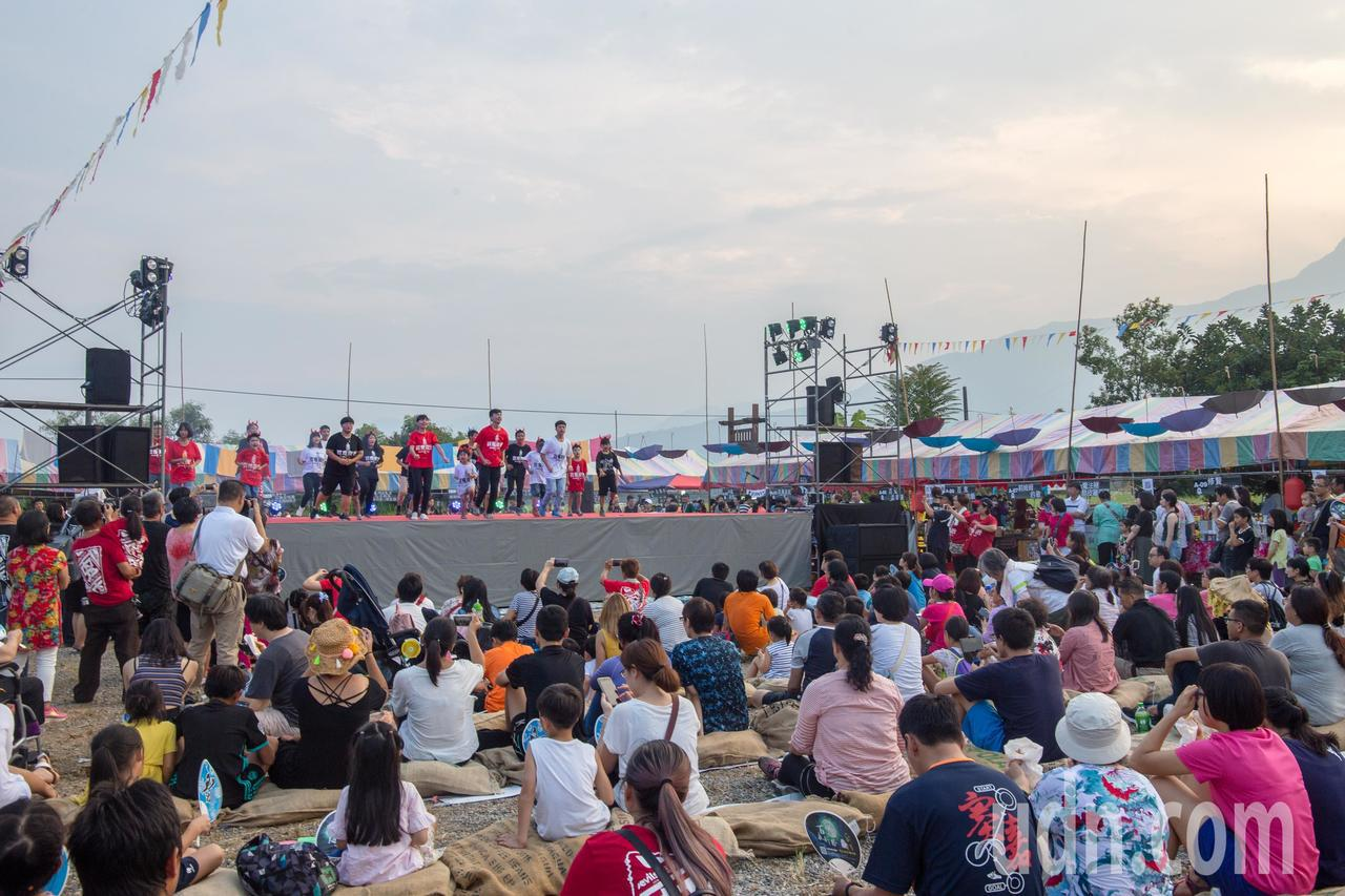 今天下午5時許,天色未黑,就可看見鳳林鎮北林三村湧入許多遊客,參加百鬼夜行祭活動...