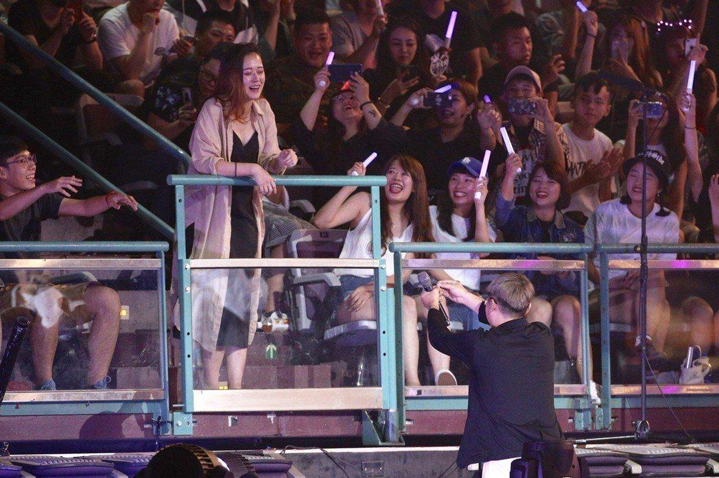 頑童11日繼續在台北小巨蛋開唱,為好友上演求婚記。記者林伯東/攝影
