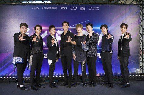 Super Junior(SJ)今領軍Highlight的耀燮、起光,和EXID、KARD在林口體育館為K-FLOW韓流演唱會開唱,全場8000粉絲幾乎都衝著SJ而來,一看到壓軸登場的SJ立刻放聲尖...