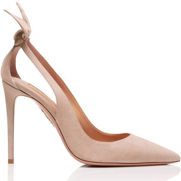 後腳跟上像有小兔子耳朵的Aquazzura的Deneuve系列蝴蝶結鏤空絨面鞋,...