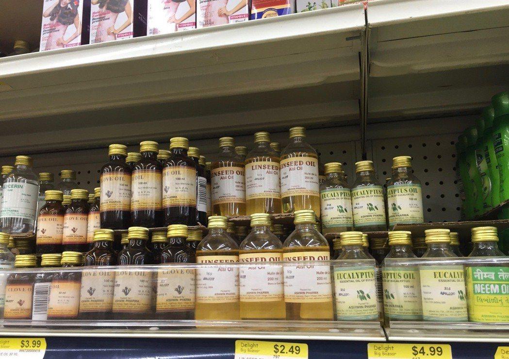 印度超市裡,各式各樣的天然護髮油。 圖/朱慧芳
