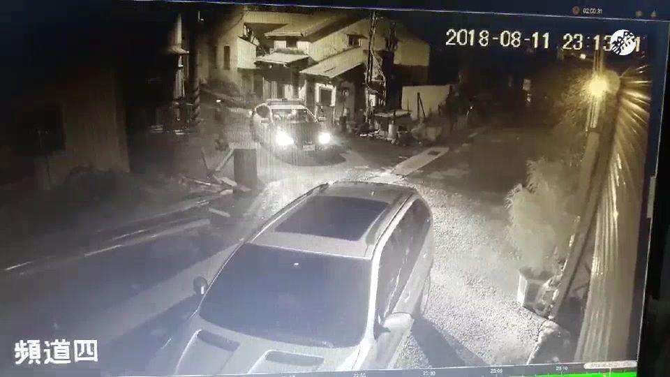 警方據報,凌晨趕到發生槍擊的鐵工廠了解。圖/警方提供