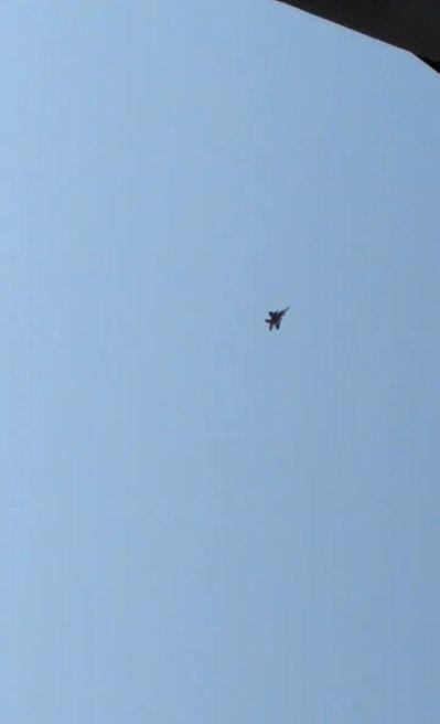 西雅圖10日發生民航機遭竊事件後,美軍一架F-15戰機出現在華盛頓州上空準備攔截...