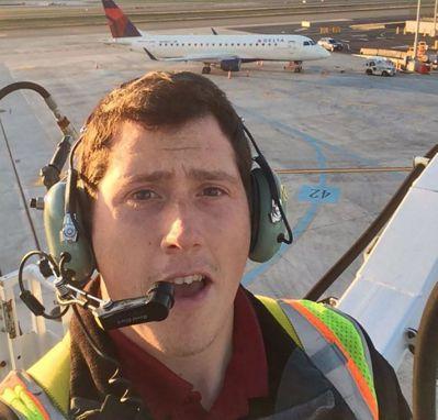 偷開飛機的西雅圖機場地勤人員羅素。(法新社)