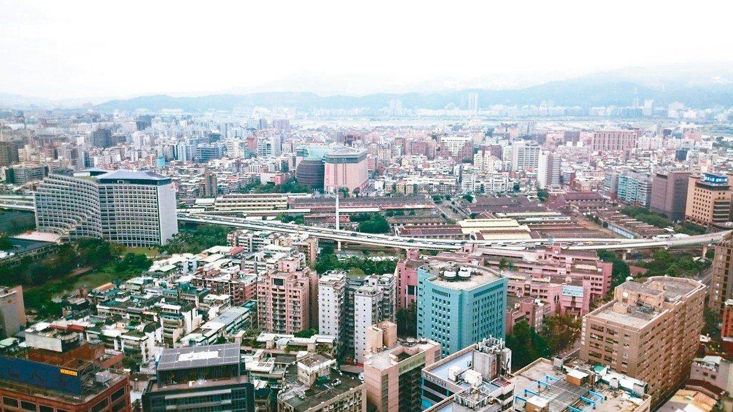 台北市前五月12個行政區房價,有十區相較於去年同期上漲,顯示部分行政區的房價保值...