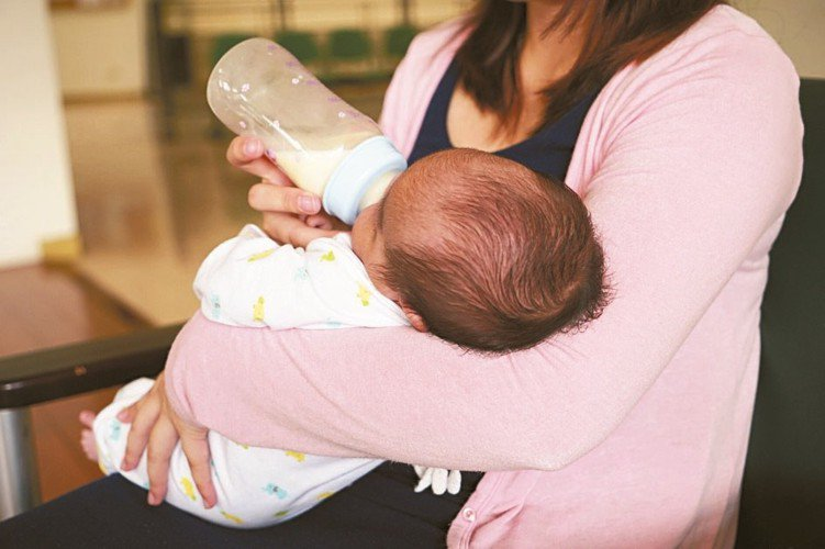 新生兒投保法令限制多,壽險業者提醒,未滿15歲前死亡,依法不能領到壽險保額,建議...