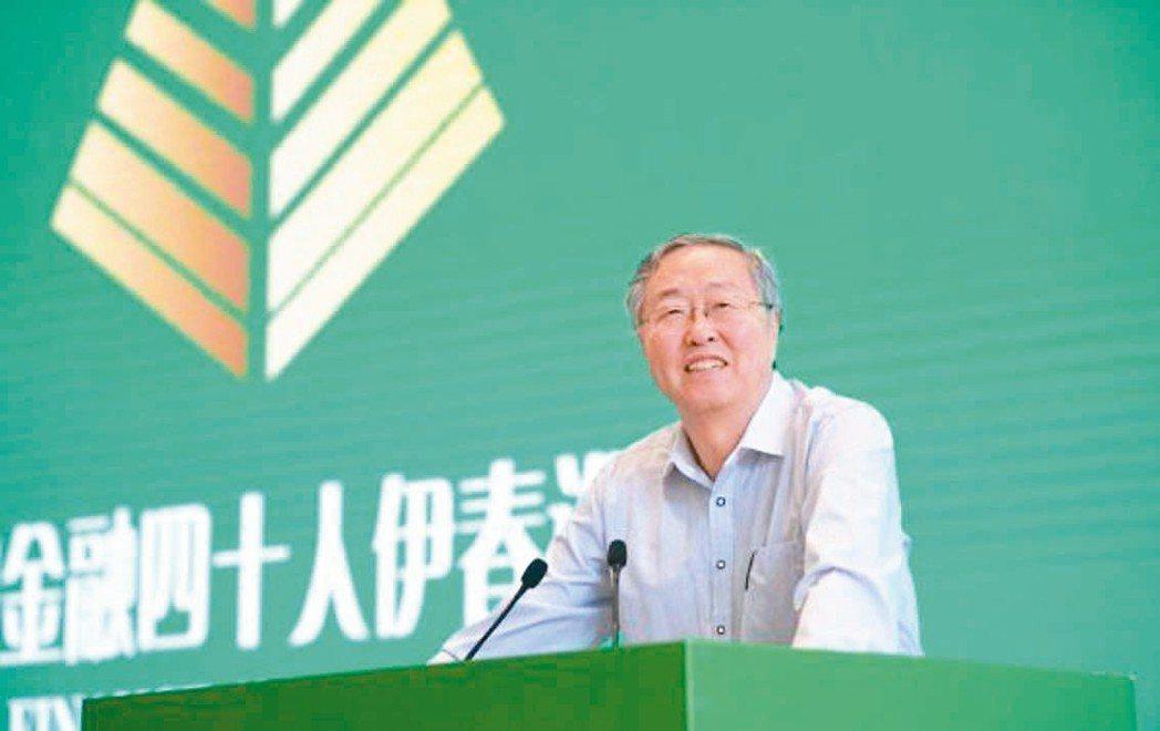 前大陸央行行長周小川昨天表示,人民幣國際化要保持低調,避免制度安排出現搖擺。 網...