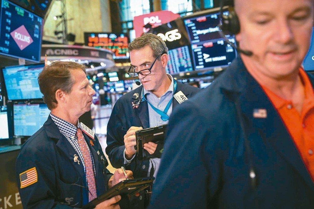 土耳其里拉崩跌至史上新低,新興市場資產隨之下挫,美股三大指數上周五全面收跌。 法...
