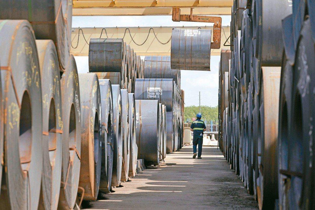 自由貿易區受美國海關及邊境保護局監管,企業能申請較低關稅進口商品,免去轉口商品關...