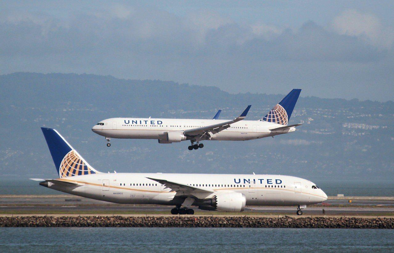 在中國大陸的嚴格要求44家外國航空公司不得以國家標註台灣後,美國的聯合航空採取變...