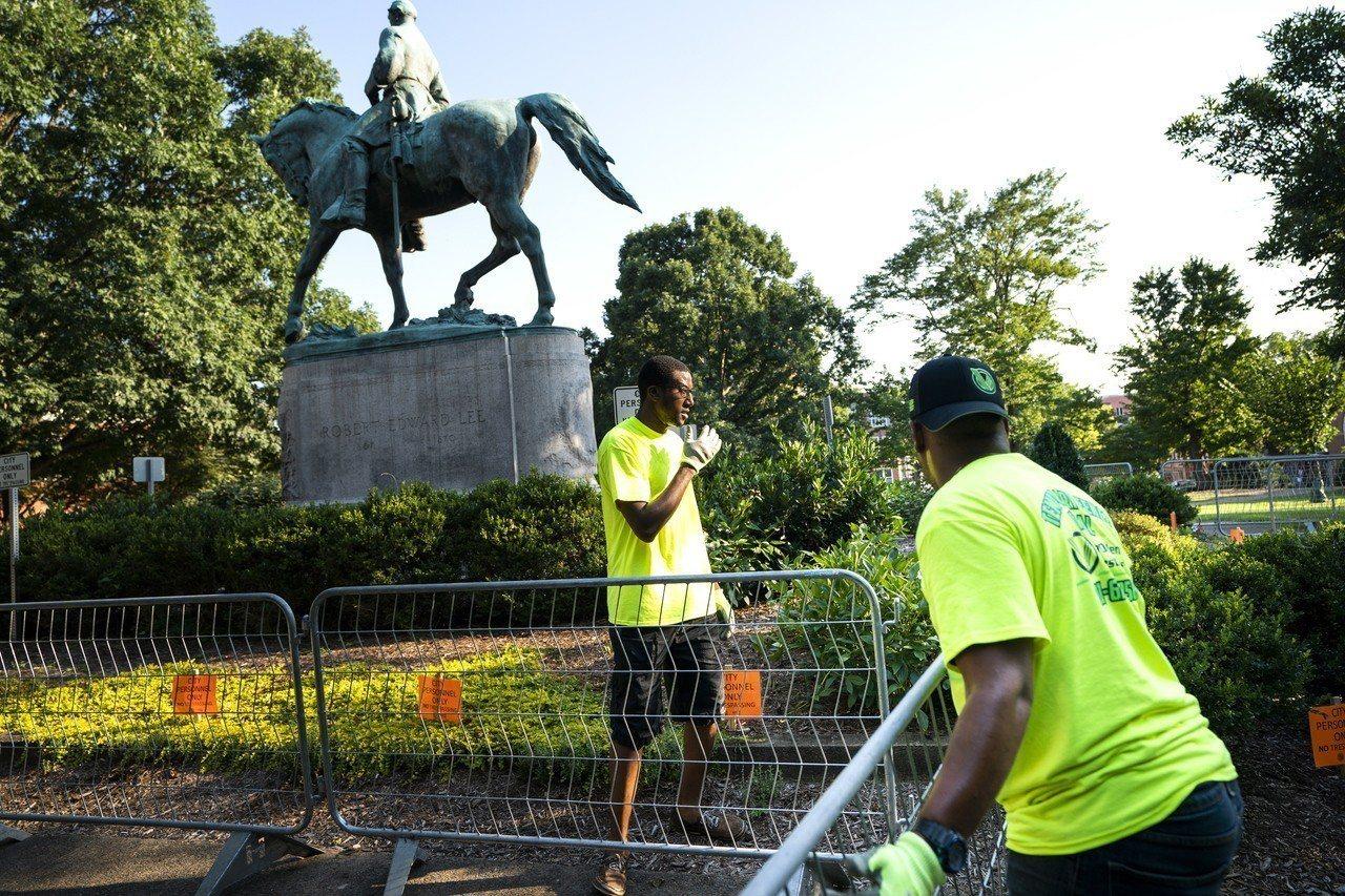 去除邦聯標誌、銅像非起自夏洛茲維爾,去年衝突事件卻凝聚全國性動力。 歐新社