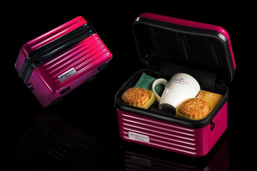 時尚款「旅之豐賞」禮盒,附贈時尚手提化妝收納箱不僅外型搶眼、也很實用,剛上市就吸...