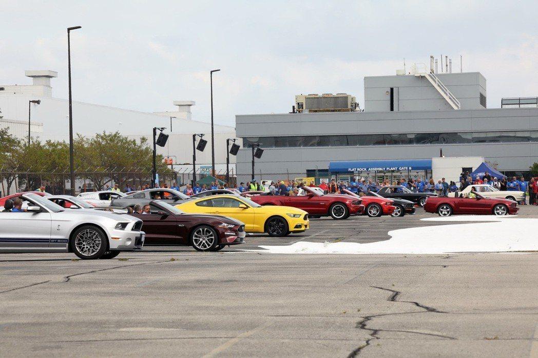 Ford在8月8日於密西根州的Flat Rock裝配廠與迪爾伯恩總部和裝配廠員工...