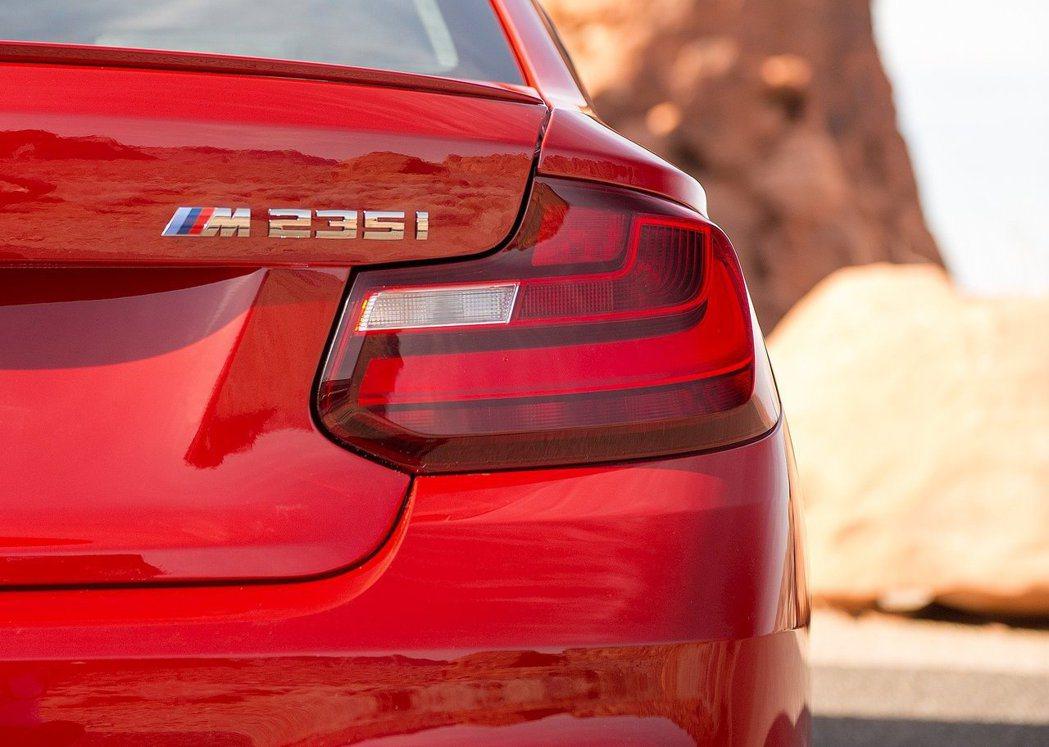 最頂級版本也可能命名為M235i(圖為現行M235i Coupe)。 摘自BMW