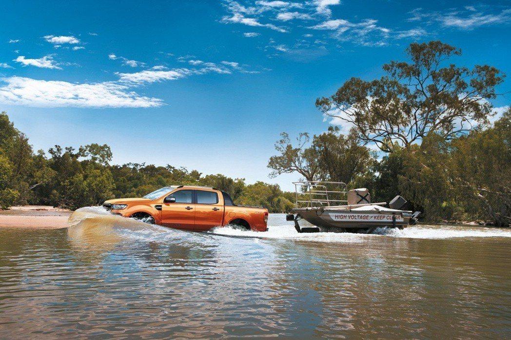 Ford Ranger擁有237mm的最低離地高度,更提供同級最佳800mm涉水...